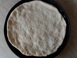 Nyers egyszerű pizzatészta