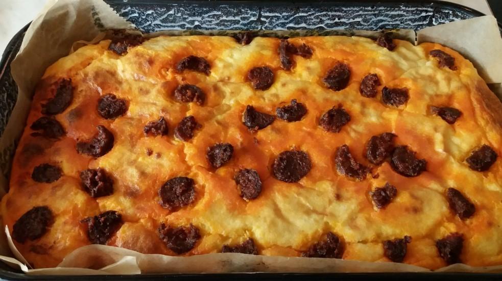 Krumplis lepény kolbász darabokkal