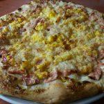 Sonkás kukoricás pizza