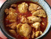 Szaftos csirkepörkölt lábasban